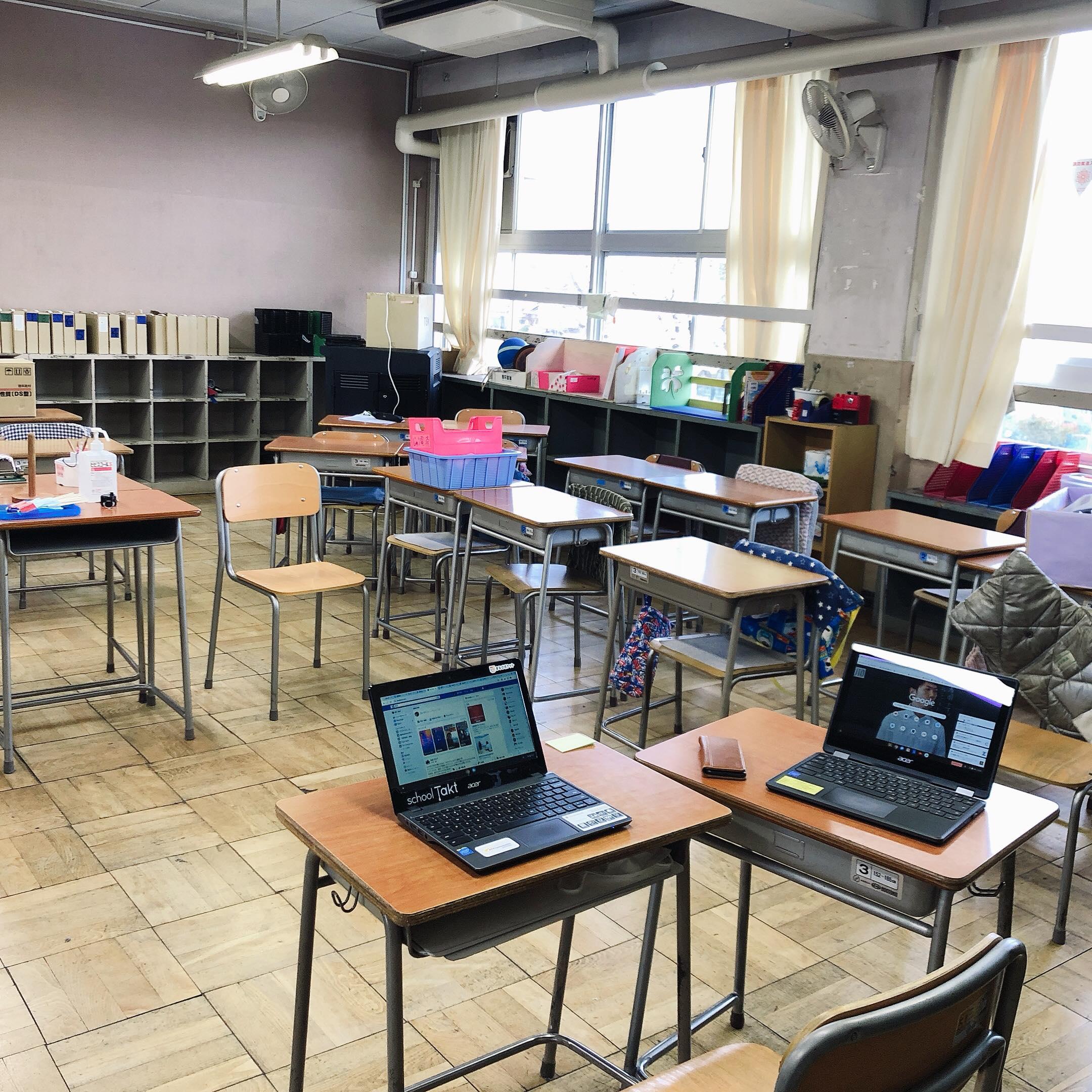 パソコンを使って子ども達の成長を見る